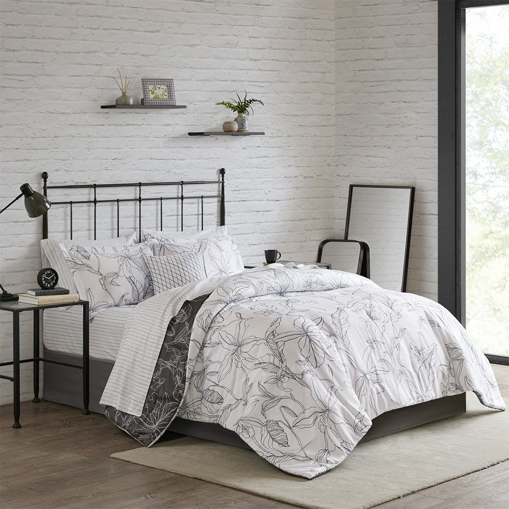 Madison Park Essentials Cal King 9 Piece Reversible Complete Bedding set w/ Cotton Sheet in White/ Charcoal - Olliix MPE10-803
