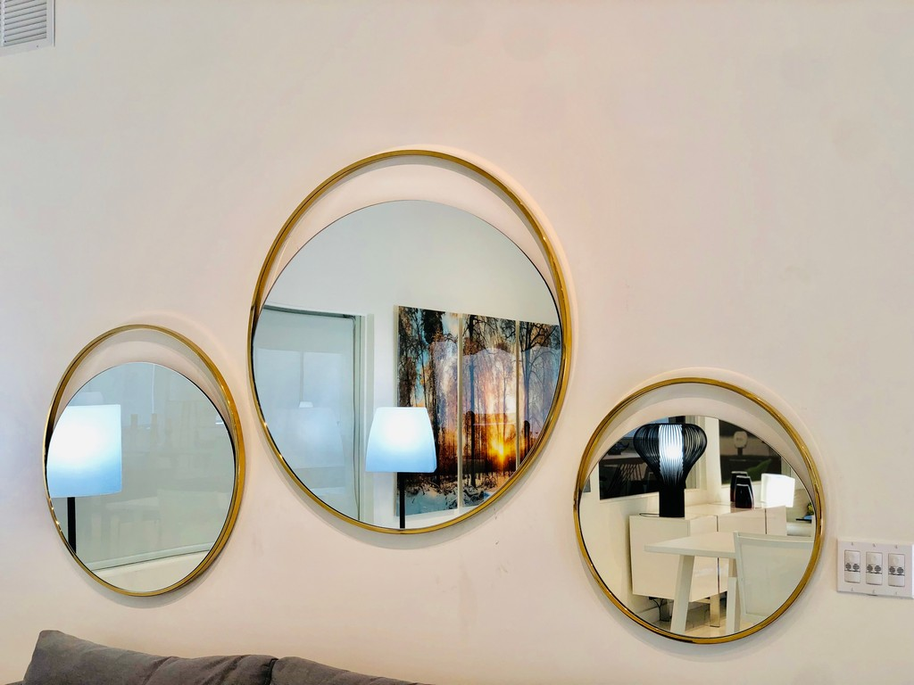 Ariel Large Round Mirror In Matte Black Polished Gold Stainless Steel Frame - Whiteline Modern Living MR1440L-GOL