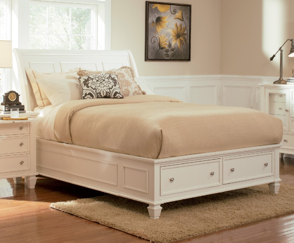 Coaster Sandy Beach White California King Sleigh Bed Footboard Storage