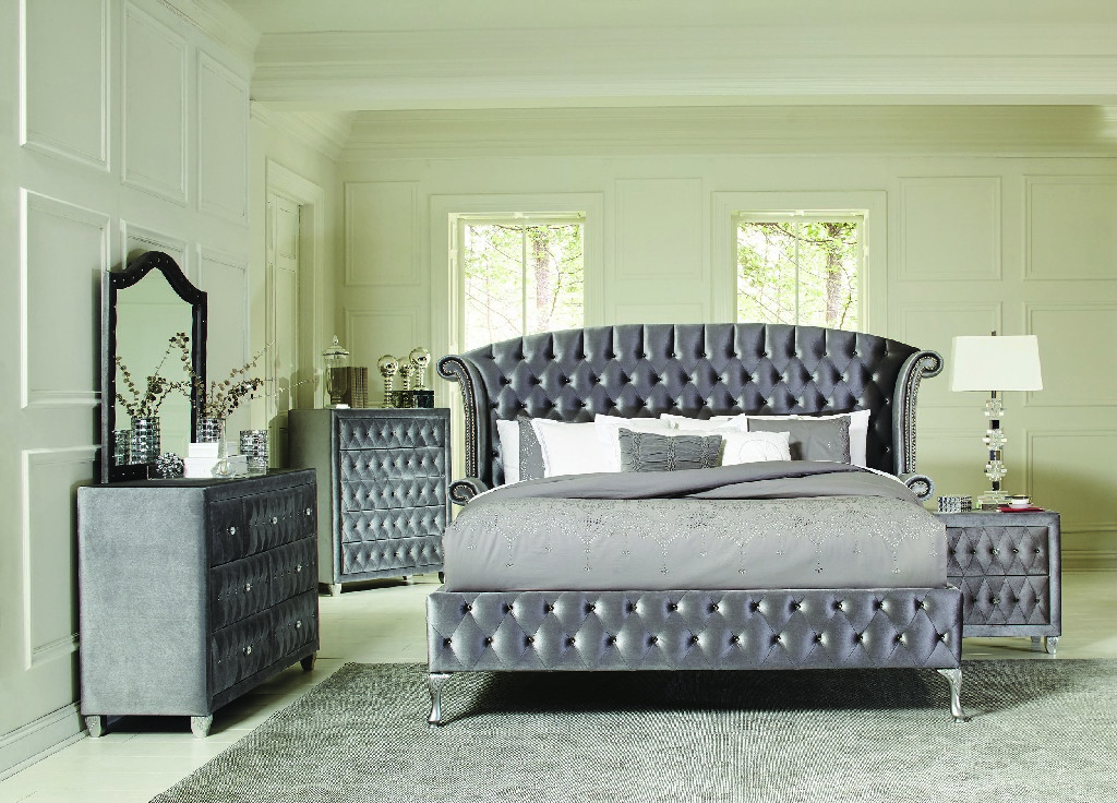 Bedroom Traditional Metallic Queen Bed