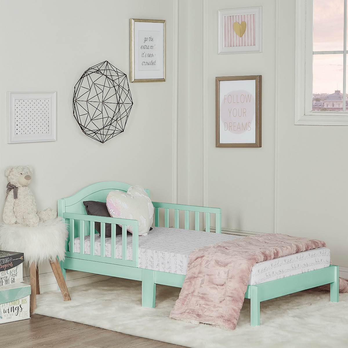 Dream On Me Classic Toddler Bed Pink
