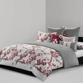 N Natori Cherry Blossom Queen Comforter Set in Multi - Olliix NS10-1848